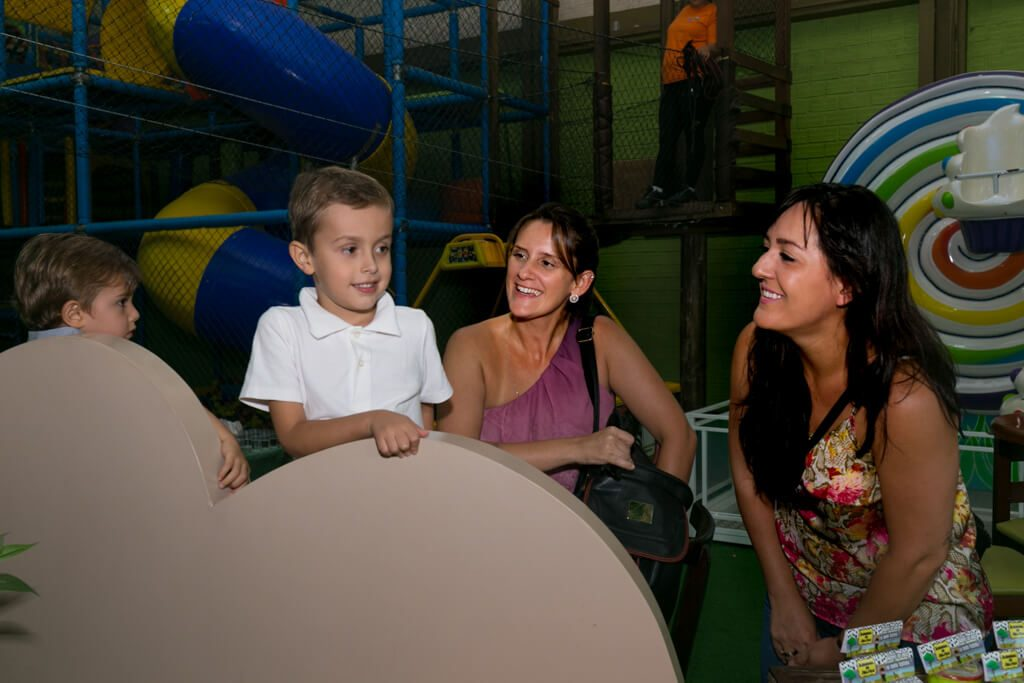 Linda fotografia de aniversário e festa infantil na Guma Festas, em Porto Alegre.